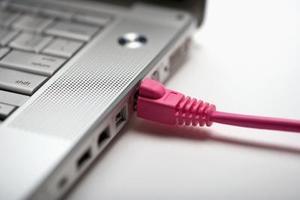 Hur du använder ett kabelmodem för två datorer med en Splitter