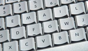 Hur man söker födelsedagskort till skicka till en e-postadress