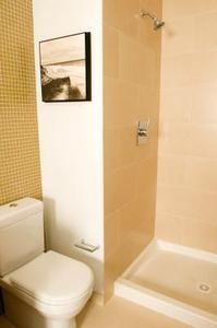 Hur man rengör en färgade duschvägg