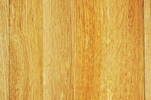 Ta bort torr färg från trägolv