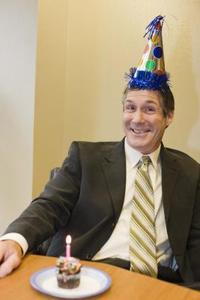 Hur man skriver ett födelsedagskort för en medarbetare