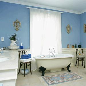 Hur man kan inreda ett badrum i svart och blå