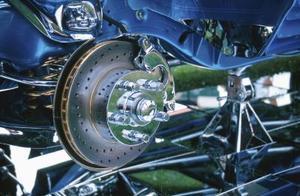 Hur man byter Bromsbelägg bak på en Ford Mustang