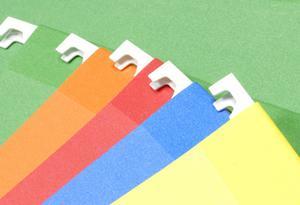 Organisera hemmakontor filer med etiketter