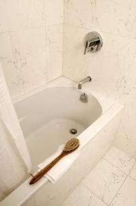 Hur du ansluter ett badkar avlopp