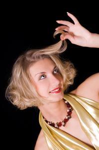 Hur att bleka hår med naturliga kemikalier
