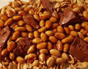 Hur man gör hemgjord Snickers godis barer