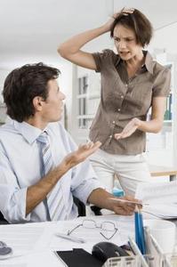 Hur man talar med en chef om en arbetstagare som inte respekterar du