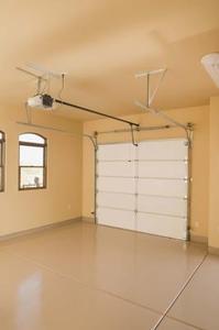 Hur mycket isolering bör jag sätta i taket i mitt Garage?