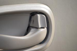 Hur man fixar en bildörr som inte kommer att stängas