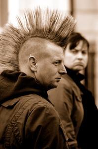 Taggiga frisyrer för män