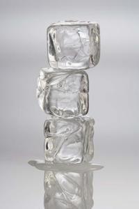 Vilka material hålla isbitar från smältande?