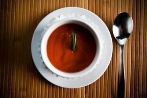 Hur att rätta till en tomatsoppa som är för söt
